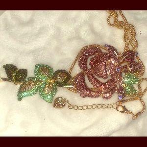 Betsy Johnson Exotic 🌹leaf  crystal pendant